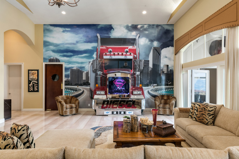 Shaquille O'Neal house for sale: family room