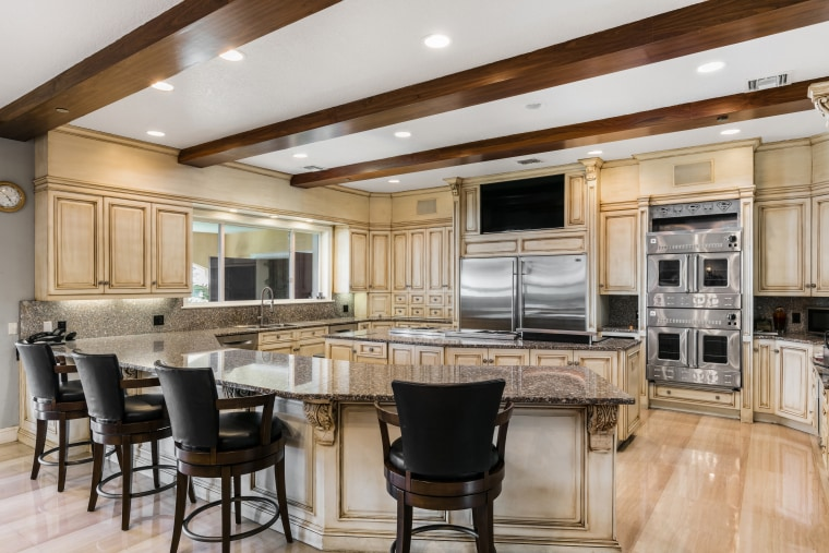 Shaquille O'Neal house for sale: kitchen