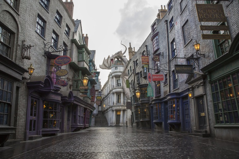 Image: The Wizarding World Of Harry Potter Diagon Alley At Universal Orlando Resort - Day 2