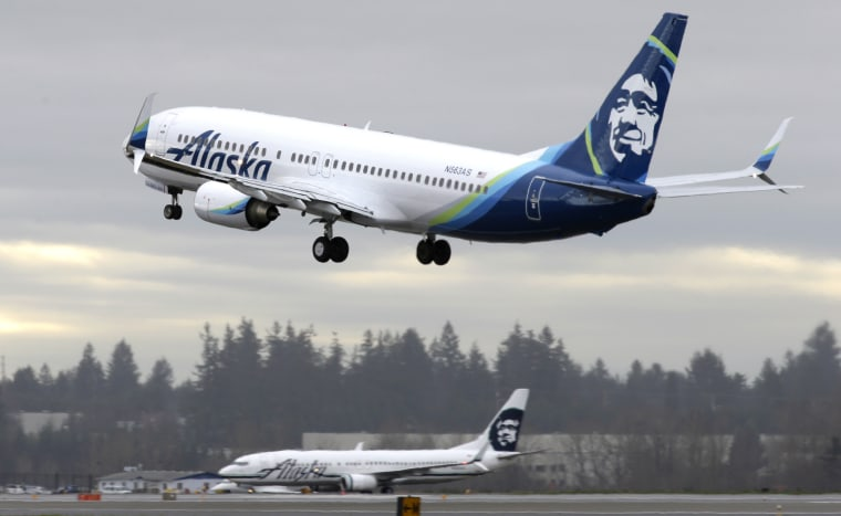 Image: An Alaska Airlines Boeing 737-800 takes off in Seattle