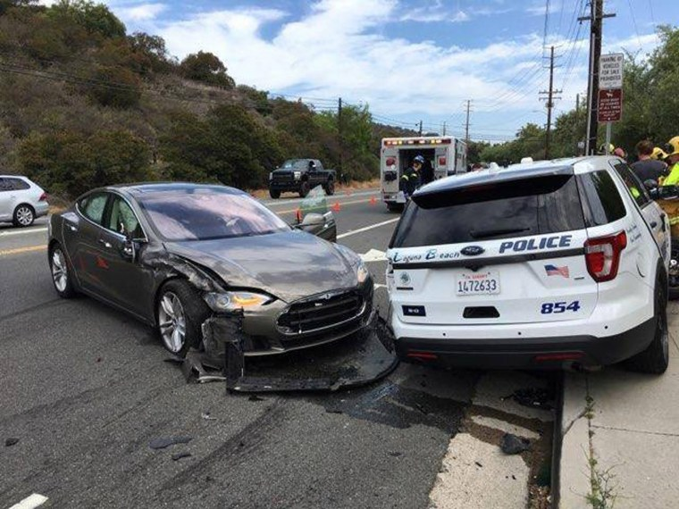 Image: Autopiloted Tesla car involved in accident