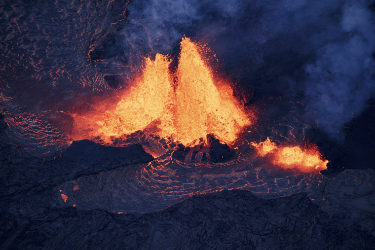 Image: Lava spews from a fissure as it makes its way toward the ocean