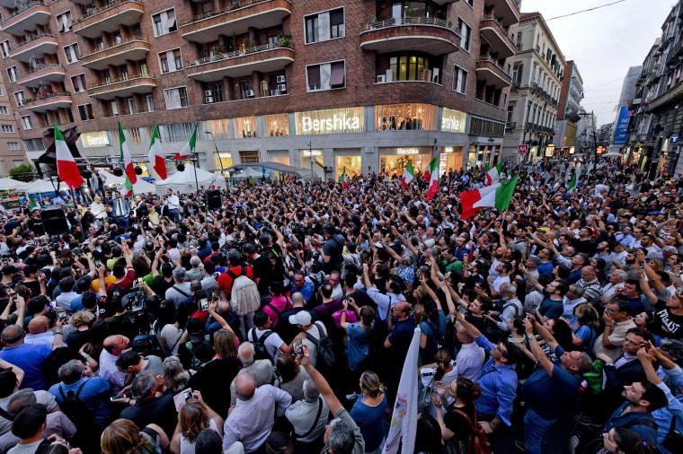 Image: M5S leader Di Maio calls for impachment of Mattarella, blames him for bond spread