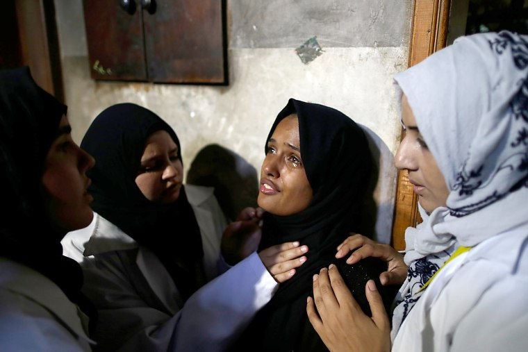 Image: Relatives mourn over the deeath of 21 years old Razan al-Najjar during her funeral after she was shot dead by Israeli soldiers, in Khan Yunis on June 2, 2018.