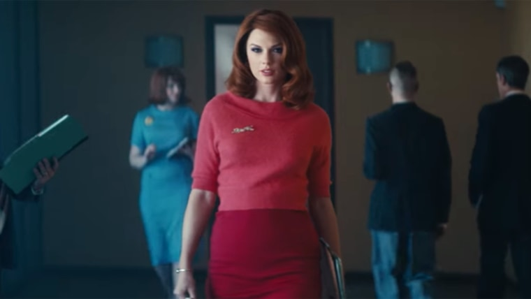 """Taylor Swift with red hair in Sugarland's """"Babe"""" music video"""