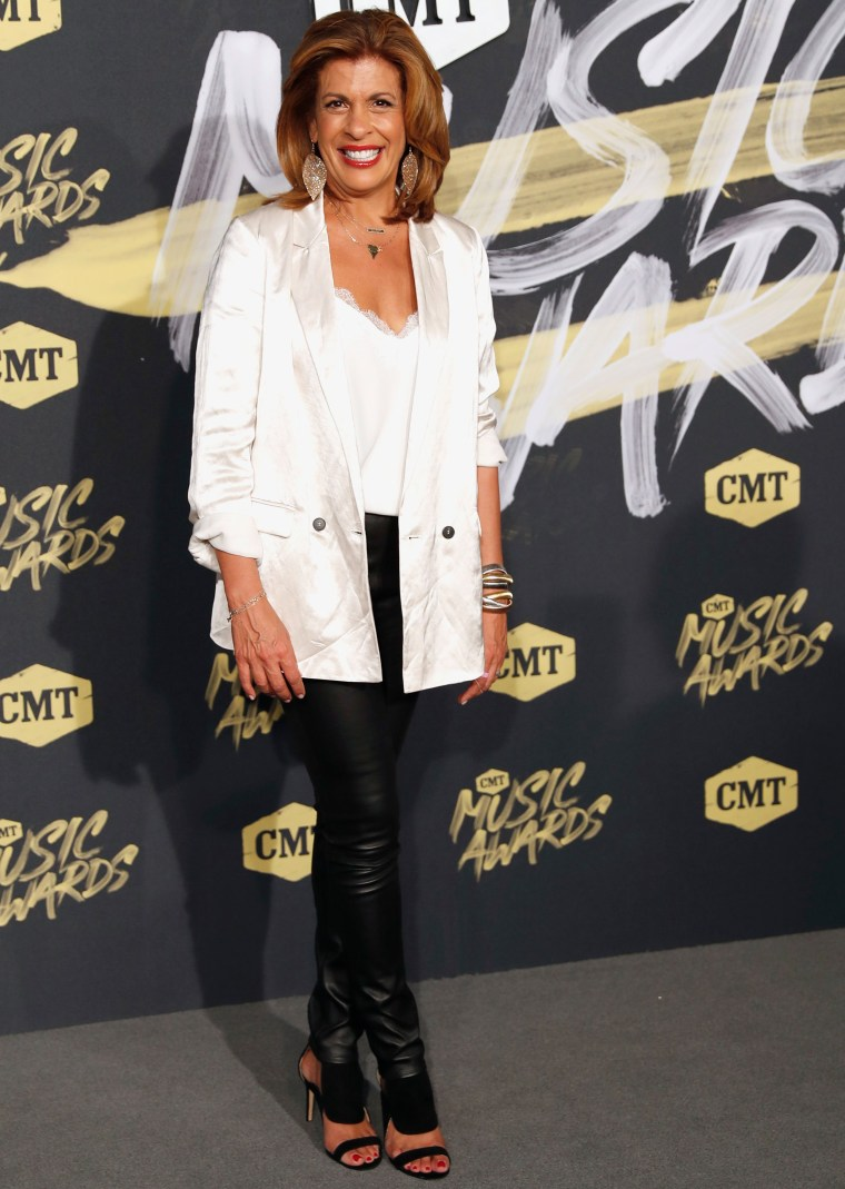 Hoda Kotb CMT Music Awards 2018