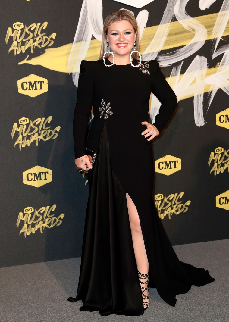 Kelly Clarkson CMT Music Awards 2018