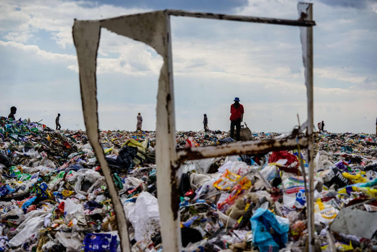 Image: Recyclers scour a sanitation landfill in Richmond, Zimbabwe