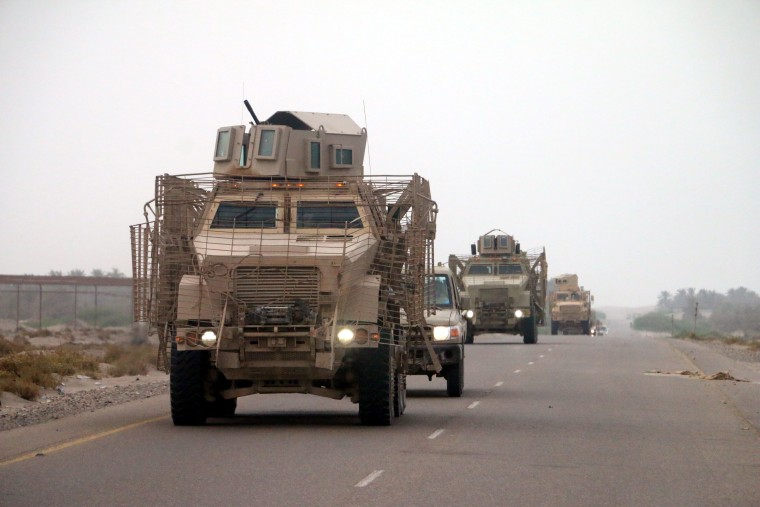Image: Yemeni forces and Saudi-led coalition send reinforcements toward Hodeidah port