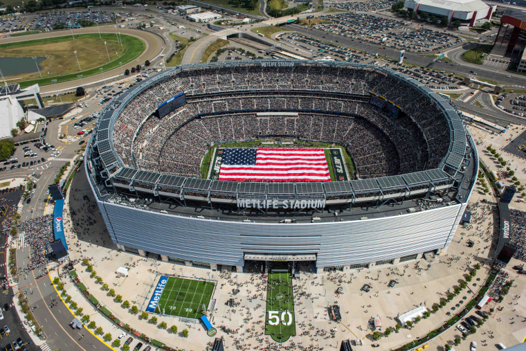 Image: A aerial view of MetLife Stadium during the national anthem