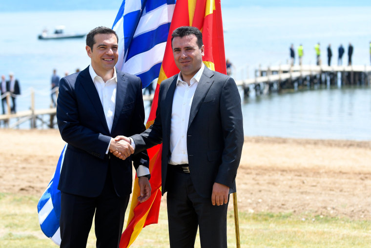 Image: CORRECTION-MACEDONIA-GREECE-POLITICS-DIPLOMACY