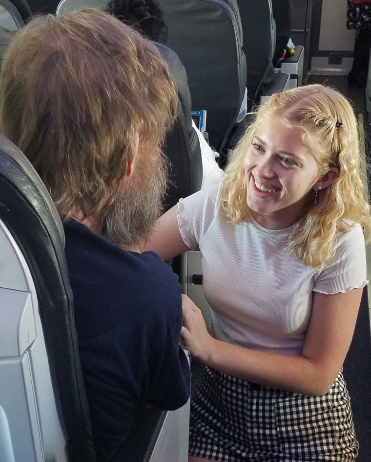 Teen uses sign language to help blind, deaf man on Alaskan Airlines flight