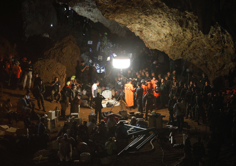 Image: Cave search continues for members of football team missing in northern Thailand