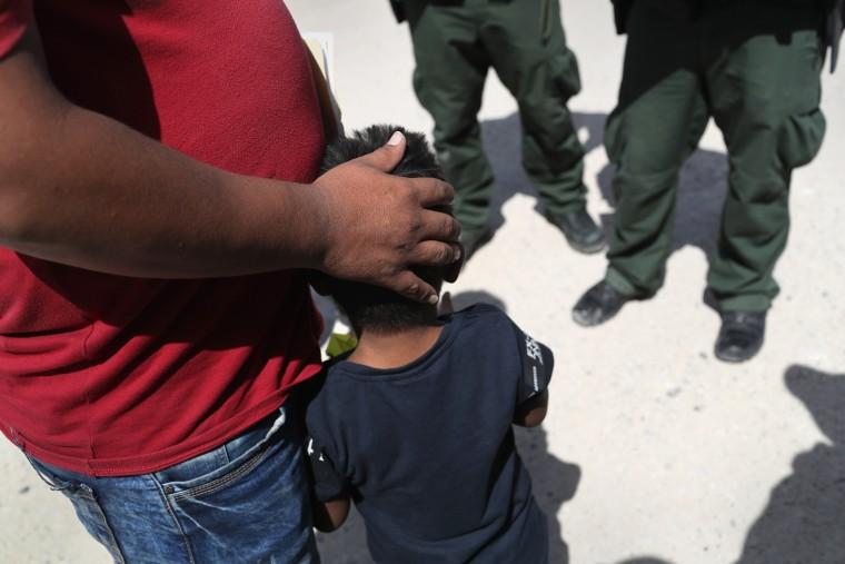 Image: Migrants Near US-Mexico Border