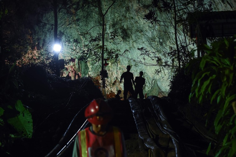 Image: Thai soldiers stand at the mouth of Tham Luang cave