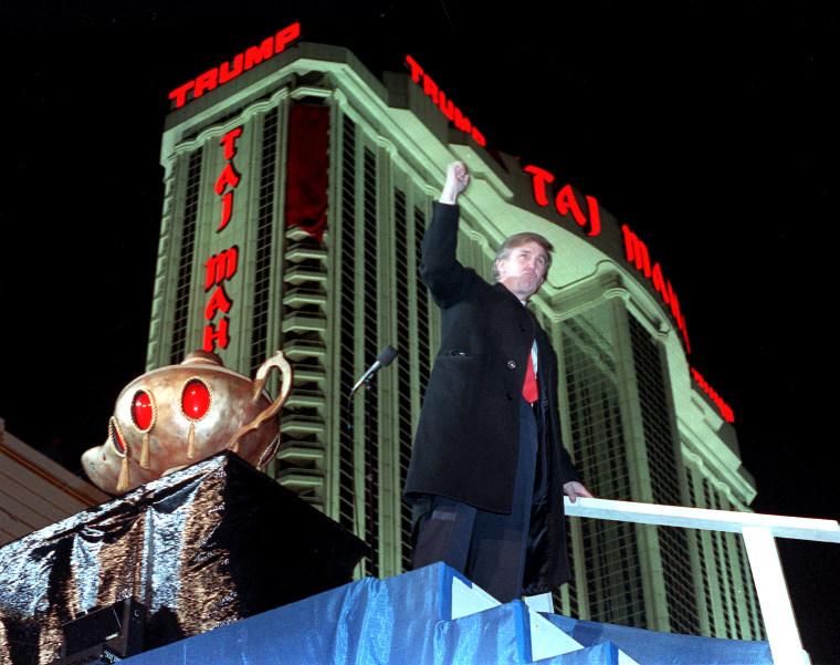 Image: Donald Trump and Taj Mahal