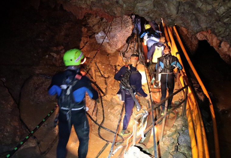 Thailand soccer team rescue: Conditions now 'most suitable ...