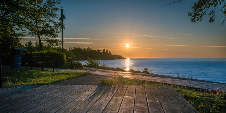 Sunrise, lake superior, Canal Park, Duluth, Minnesota, rocks