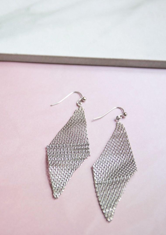 Silver mesh wave earring