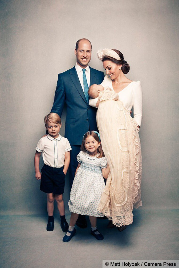 Prince William and Duchess Kate pose for an adorable family photo with their little ones: Prince George, Princess Charlotte and Prince Louis.