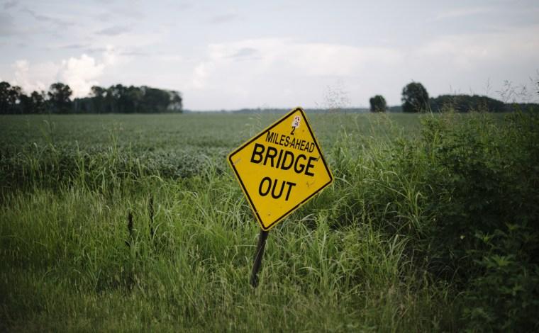Image: A sign denoting a closed bridge in Washington County near Greenville