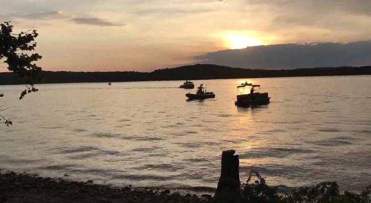 Image: Boat capsize near Branson, Missouri