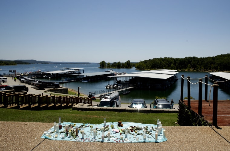 Image: A memorial for the victims of Thursday's duck boat accident overlooks Table Rock Lake in Branson