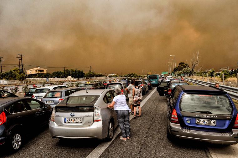 Image: A wildfire in Kineta, Greece