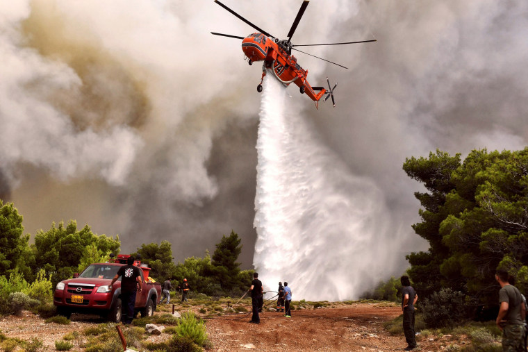 Image: CORRECTION-GREECE-FIRE