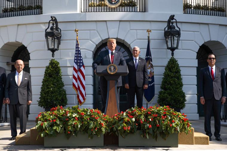 Image: Donald Trump, Steve Mnuchin, Wilbur Ross, Mike Pence