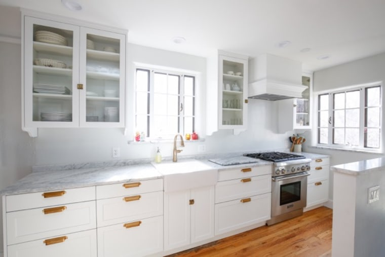 An IKEA kitchen can look surprisingly high-end. Case in point: This design by Lindsay Grote of the The Design Couple made with Semihandmade Fronts.