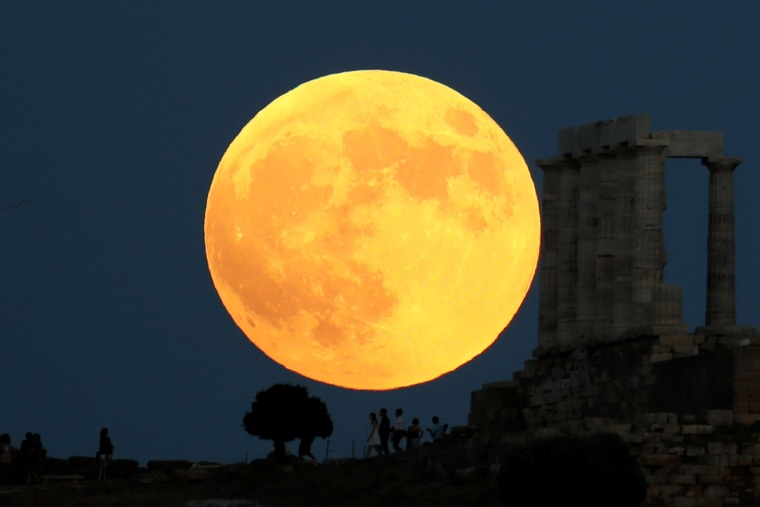 Image: Lunar eclipse in Greece