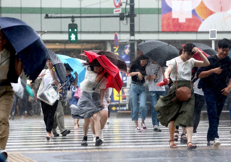 Image: Typhoon Jongdari in the Pacific Ocean is heading for central Japan