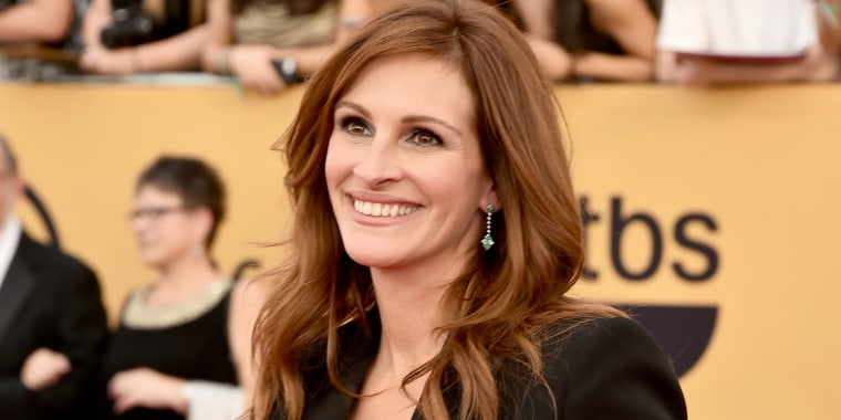 Julia Roberts is rocking some seriously blond hair.