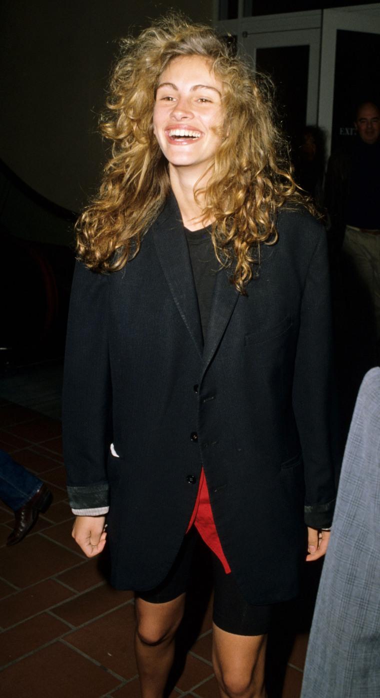 Julia Roberts rocks very blond hair