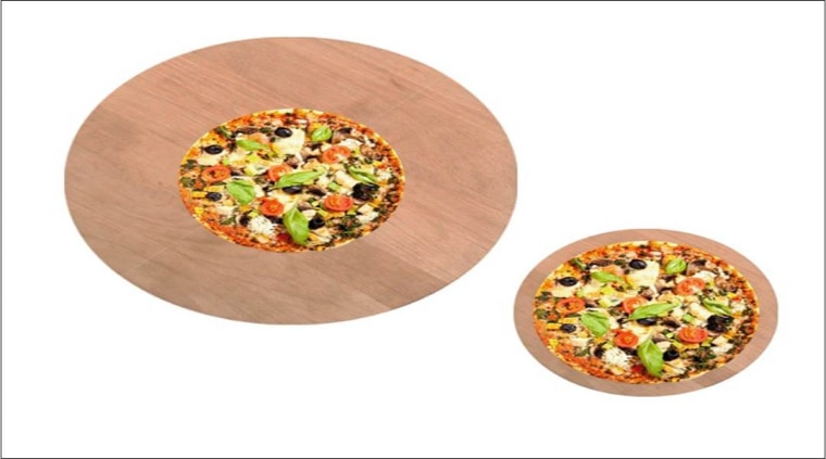 pizza presented on bigger and smaller serving trays as part of a study on food size perception