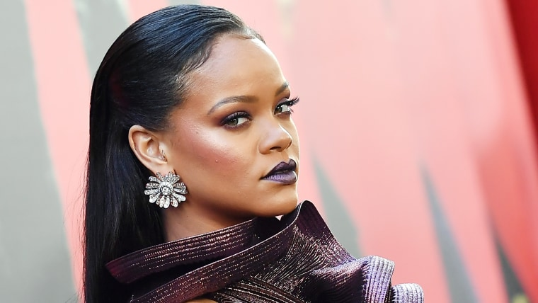 Rihannas British Vogue Cover Features Pencil Thin Eyebrows