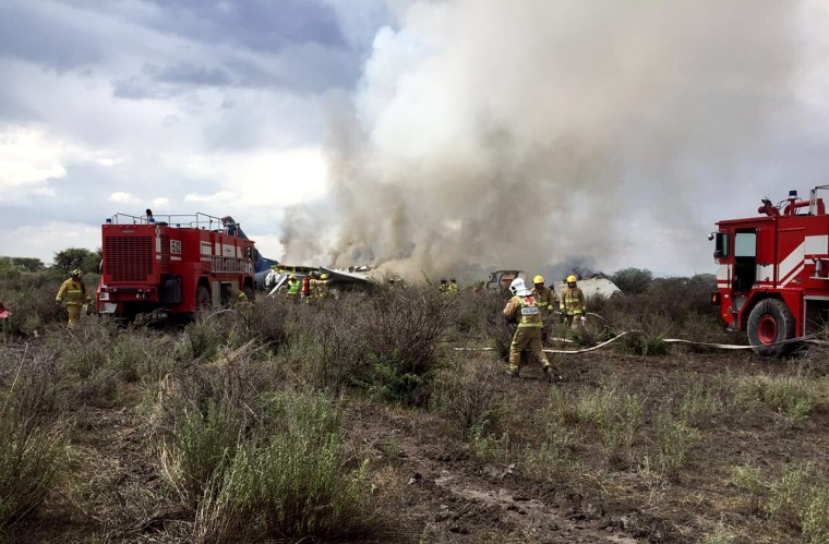 Emergency services at the scene of the Aerom?xico airliner crash in the northern Mexico state of Durango on July 31, 2018.