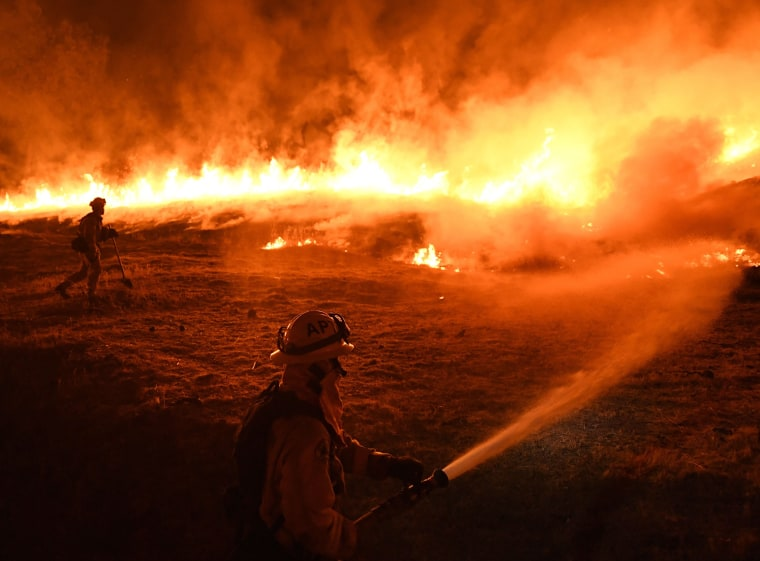 Image: TOPSHOT-US-FIRE-CALIFORNIA