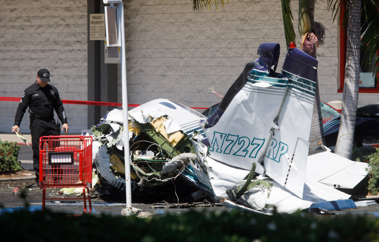 Image: Five killed in small plane crash in Santa Ana, California