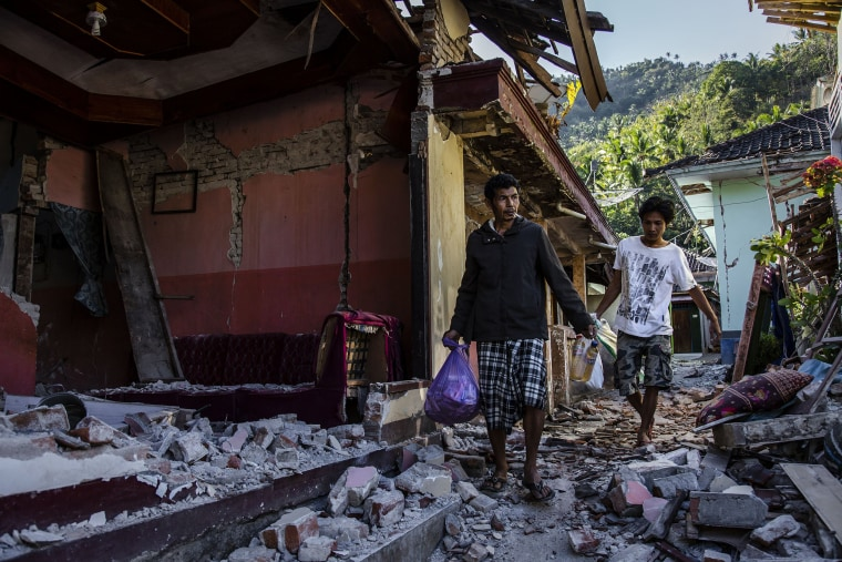 Image: Powerful Earthquake Strikes Indonesia's Lombok Island