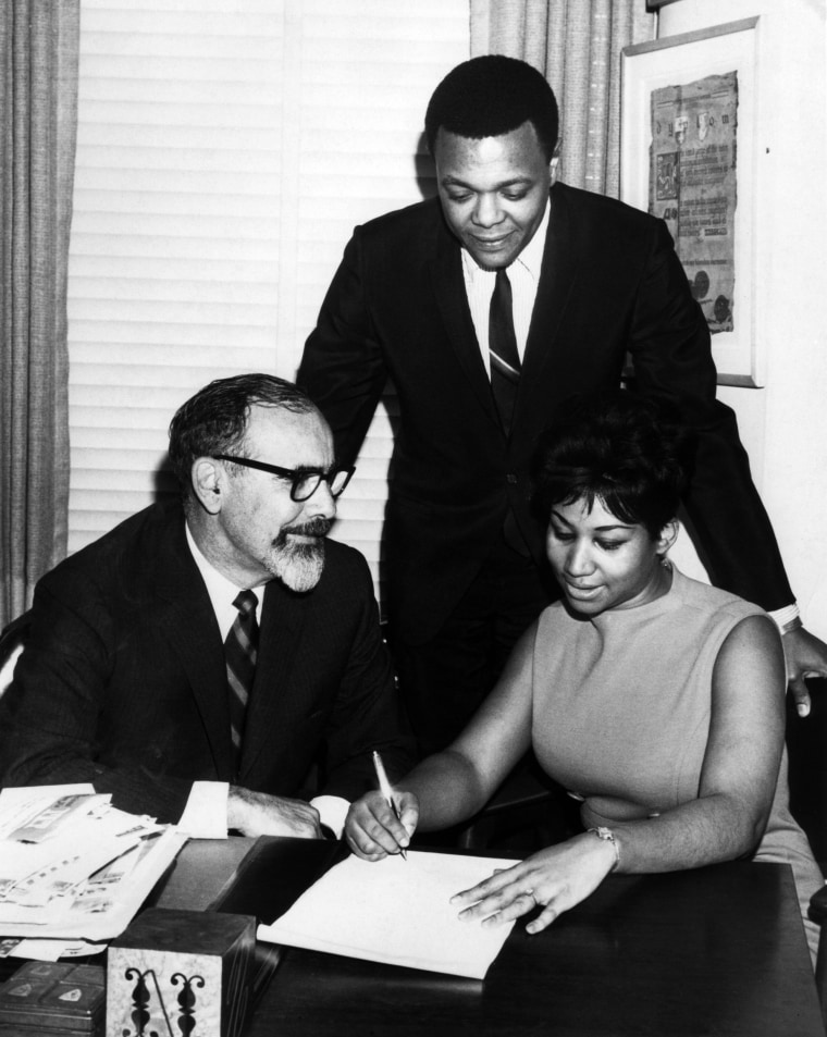 Image: Aretha Franklin signs her contract with Atlantic Records