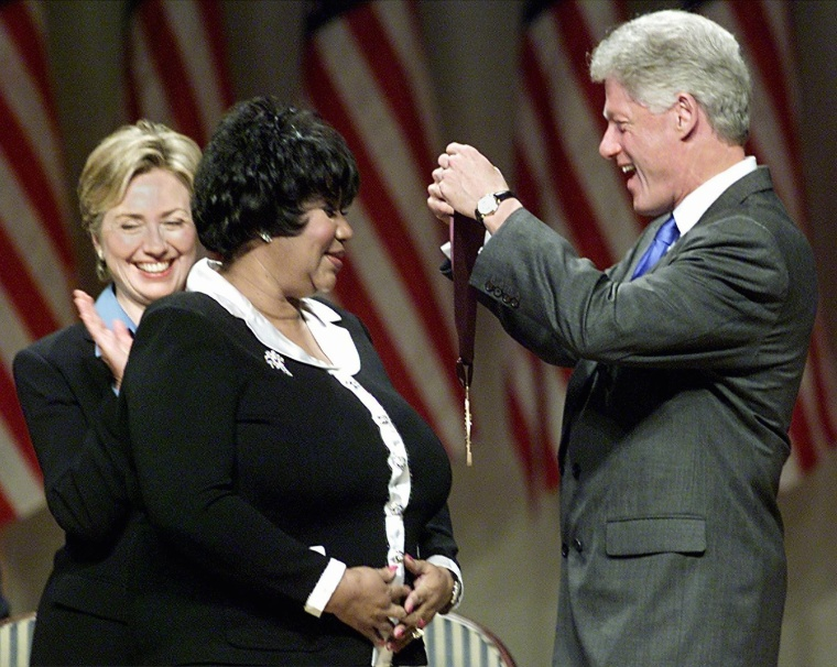 Image: Clinton presents Aretha Franklin with a National Medal of Arts and Humanities Award