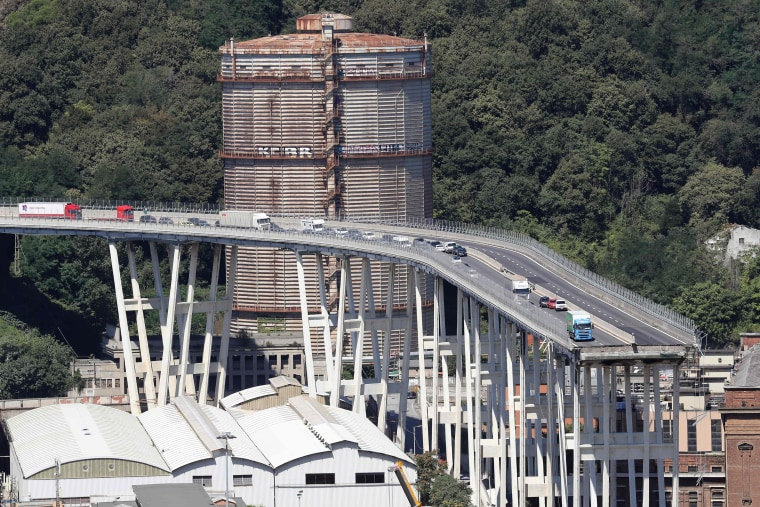 Image: Abandoned vehicles on bridge in Genoa, Italy