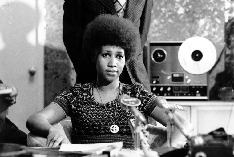 Image: Aretha Franklin at a news conference