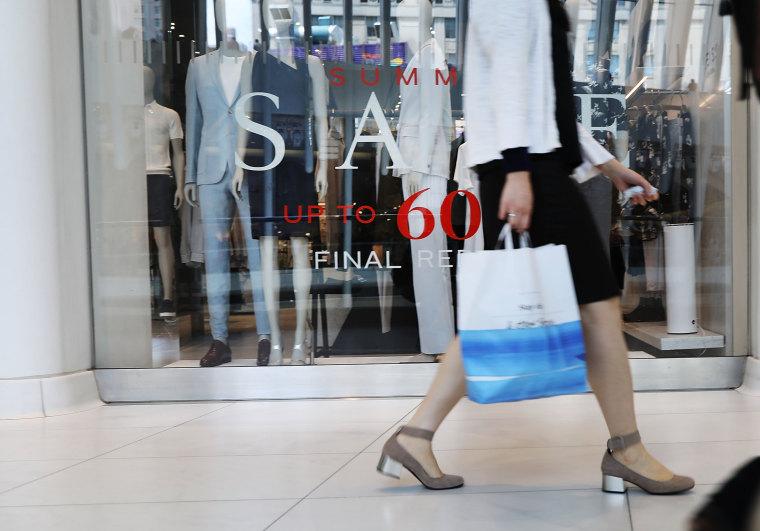 Image: Consumer spending