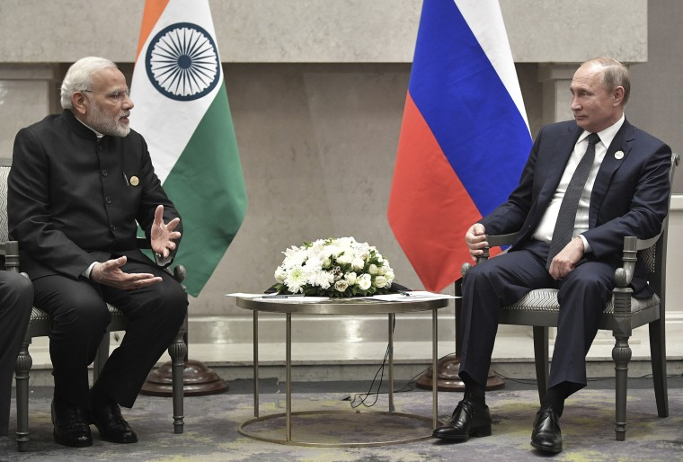 Image: Indian Prime Minister Narendra Modi meets with Russian President Vladimir Putin