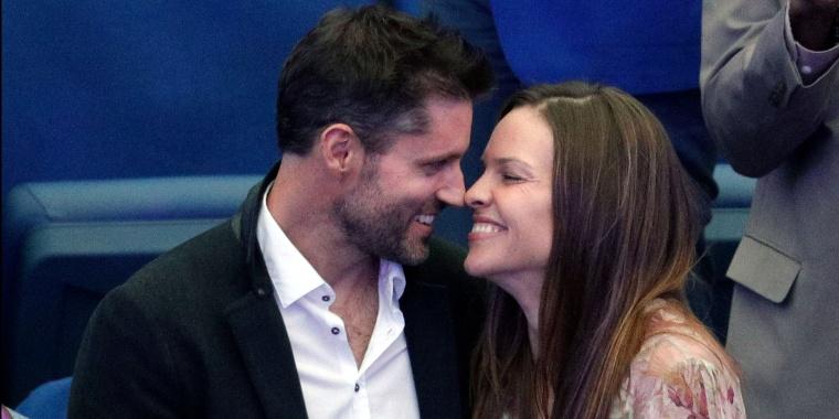 Hilary Swank weds Philip Schneider