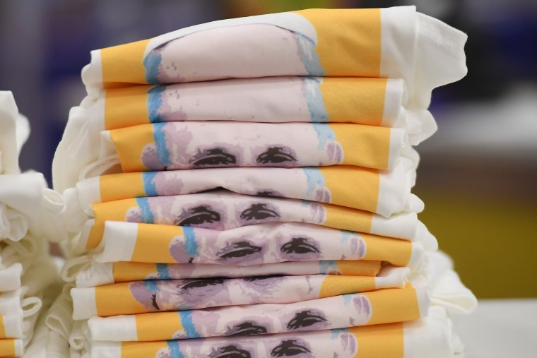 Image: T-shirts showing Pope Francis' face