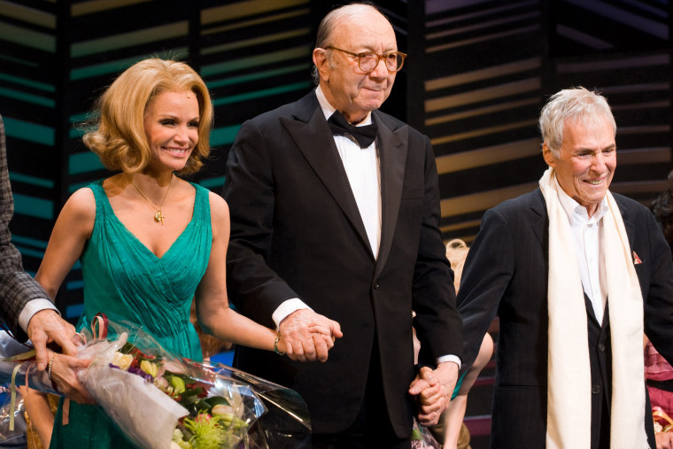 Neil Simon, prolific playwright and Pulitzer Prize winner, dies at 91